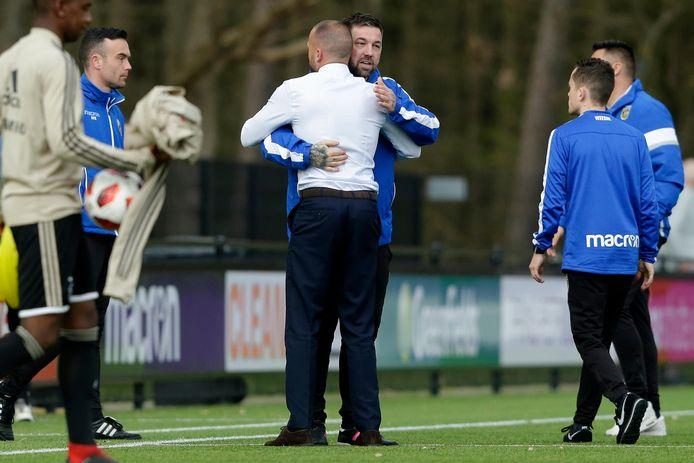 Theo Janssen als assistent-trainer van Vitesse Onder 19.