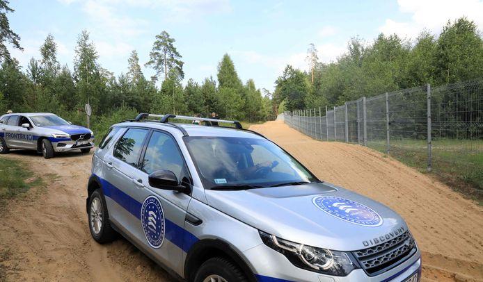 Grenswachten van Frontex patrouilleren aan de grens met Wit-Rusland.