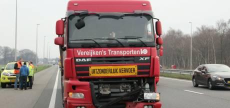 File op A1 richting Deventer door botsende vrachtwagens