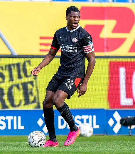Denzel Dumfries traint op eigen verzoek individueel bij PSV, dat nog in gesprek is met meerdere clubs