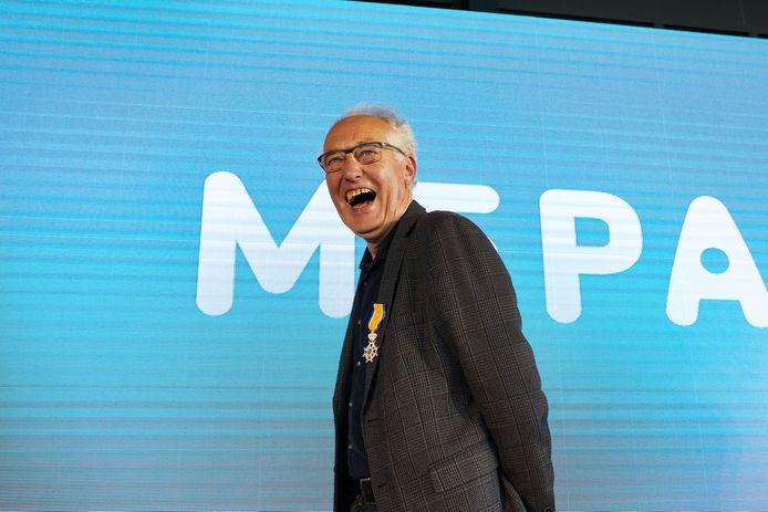 Johan Weernink uit Diepenheim is vanmiddag koninklijk onderscheiden. Hij was hoofdontwerper bij Mepal.