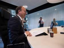 Trainer De Baat krijgt team niet aan de praat: gekibbel maakt politiek onnavolgbaar