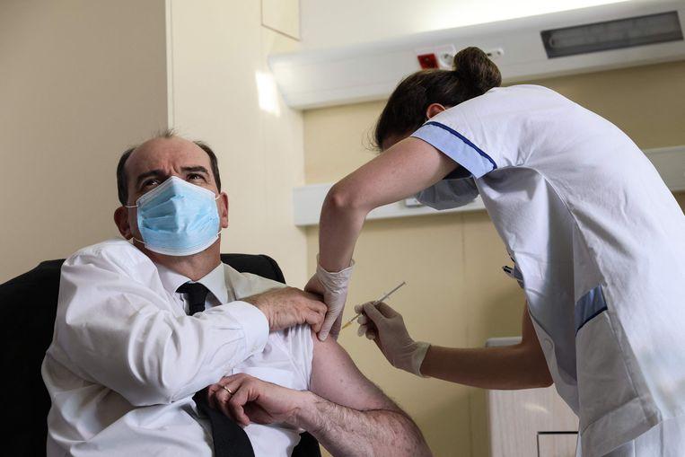 Jean Castex, eerste minister van Frankrijk, krijgt zijn prik. Beeld AFP