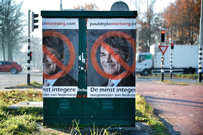 Op meerdere plaatsen in Breda dook vanochtend deze poster op.