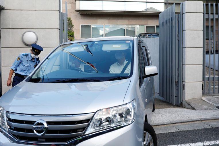 Een voertuig met daarin Kristina Tsimanoeskaja verliet woensdagochtend de Poolse ambassade in Tokio. (04/08/2021) Beeld REUTERS