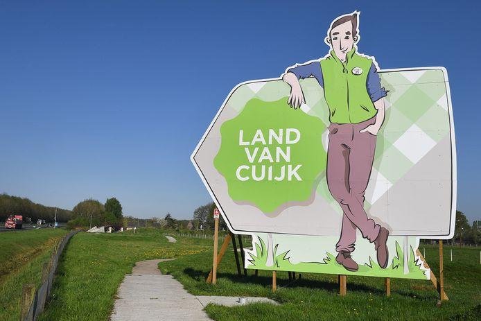 Borden langs de snelwegen verwijzen naar het Land van Cuijk.