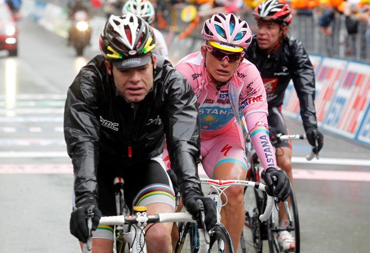 Evans en Vinokourov kwamen broederlijk over de finish. Beeld UNKNOWN