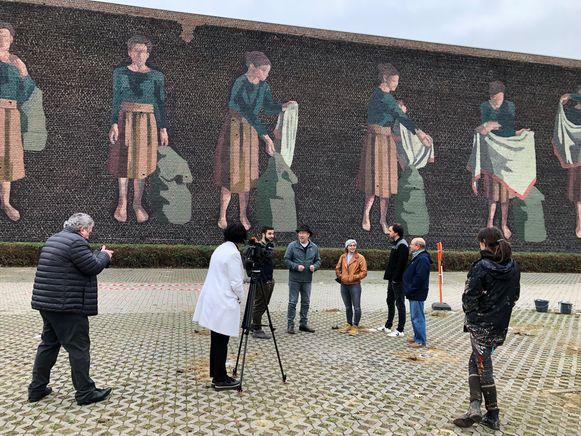 De internationaal vermaarde graffiti-artieste Hyuro maakte recent een muurschildering op de achtergevel van de school 'de VeSt'.