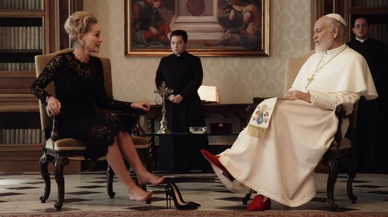 Sharon Stone en John Malkovich in The New Pope (2020). Beeld
