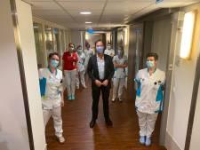 Premier Rutte hoopte er niet op, maar brengt opnieuw bezoek aan ziekenhuis Bernhoven