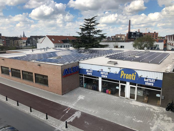 Tijdens het project Buurzame Stroom werden ook zonnepanelen geplaatst op het dak van de Aldi in de Dendermondsesteenweg.