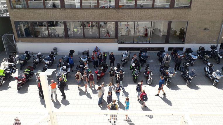 36 vrijwillige motards bezorgden de leerlingen een fantastische afsluiter van het schooljaar