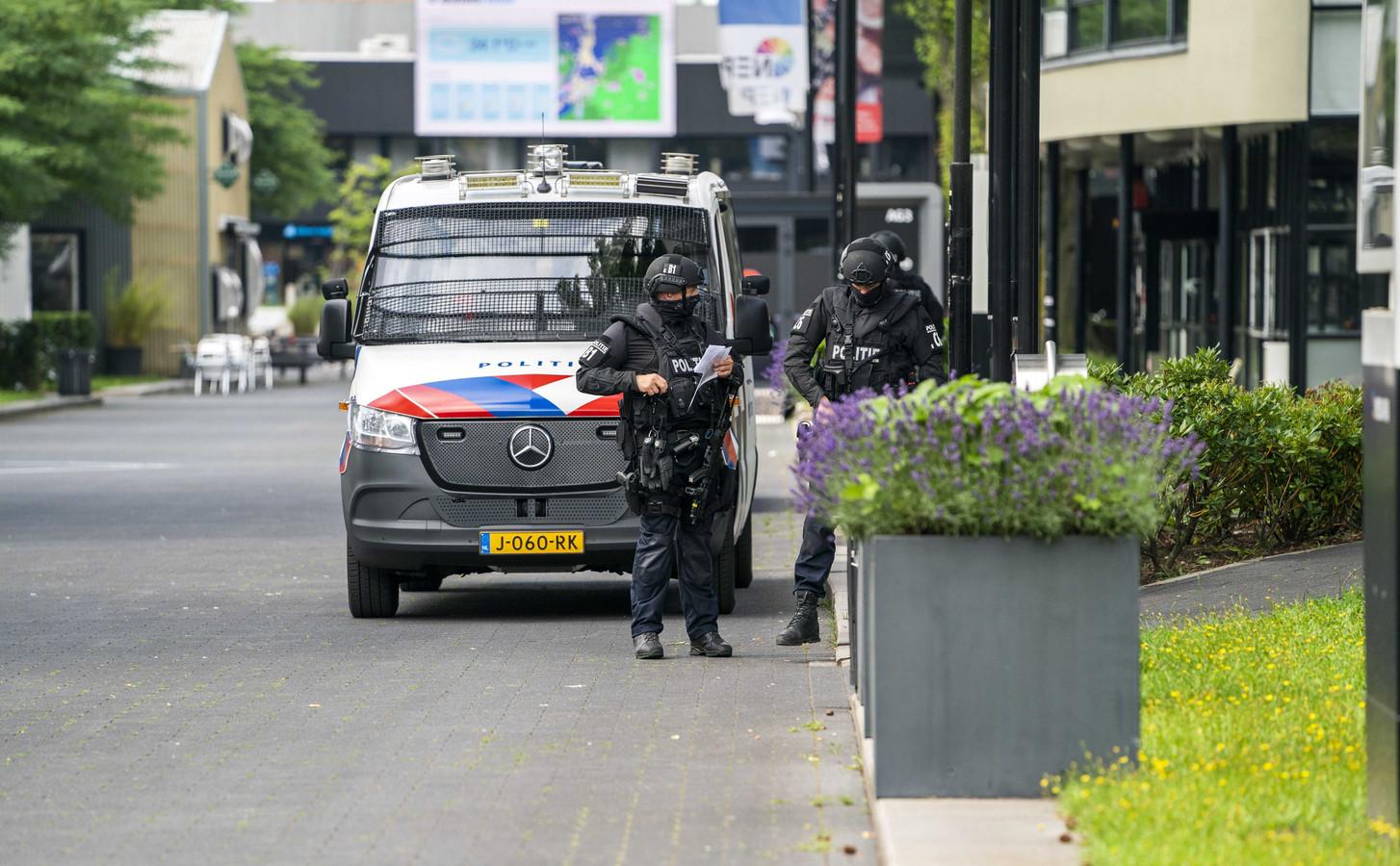 Le programme est désormais tourné à une trentaine de kilomètres au sud-est d'Amsterdam dans un lieu sécurisé.