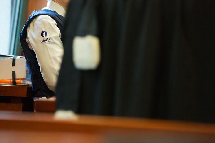 Vader en zoon moesten zich samen met hun kompaan verantwoorden voor de strafrechtbank in Tongeren.