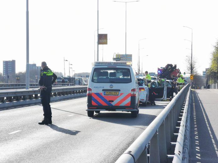 De hulpdiensten aanwezig bij het ongeluk in Nijmegen.