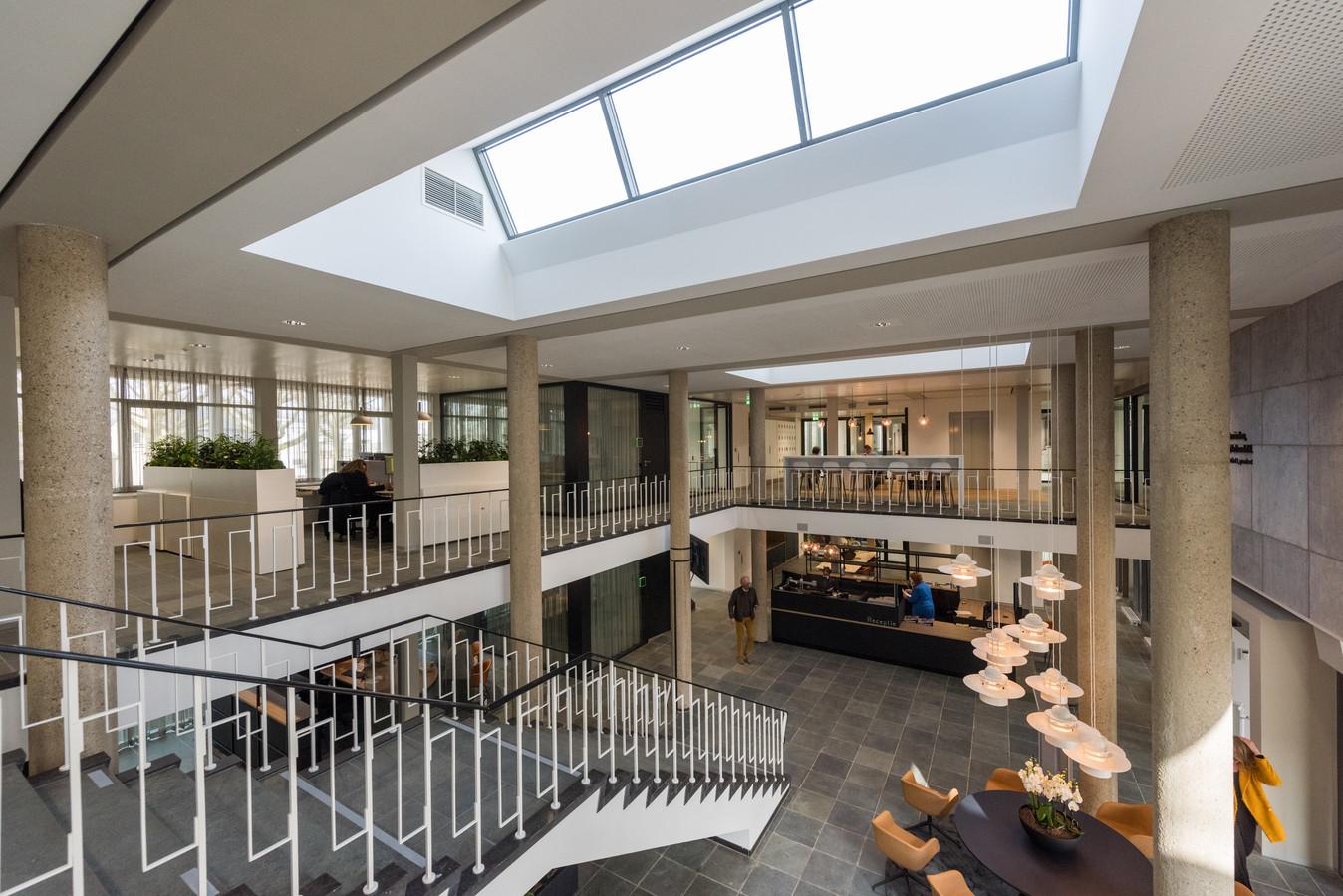 Het gemeentehuis van Son en Breugel is in anderhalf jaar gerenoveerd. Ook is er een nieuwe vleugel aangebouwd.