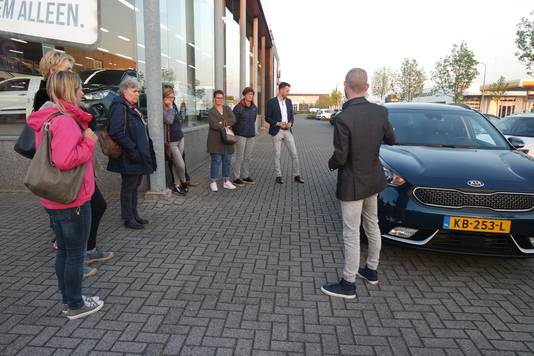 Jean-Paul Vermeulen doet zijn verhaal bij een nieuwe auto.