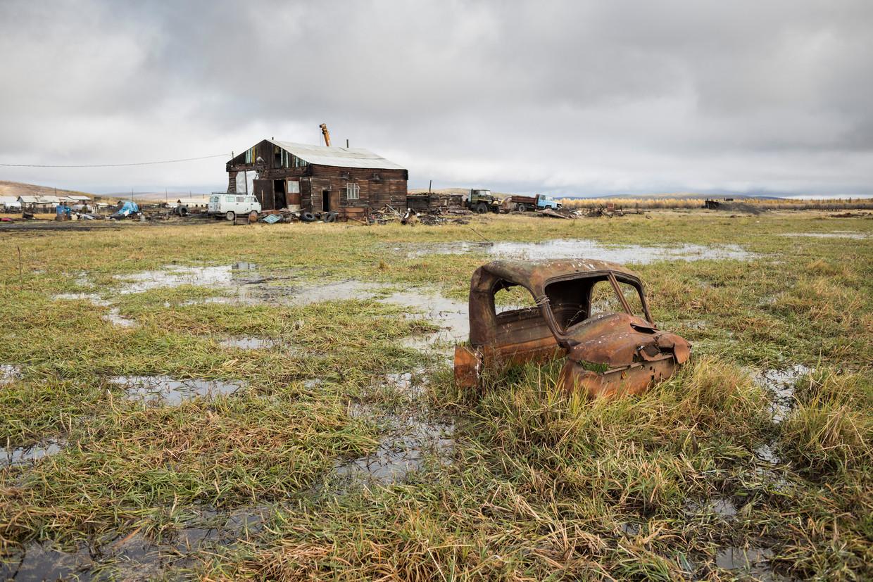 In het Russische plaatstje Verchojansk ontdooit de permafrost en lopen de velden onder.  Beeld Joel van Houdt