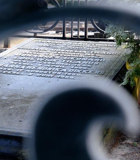 Vriezenveense graven beschadigd door omgevallen boom