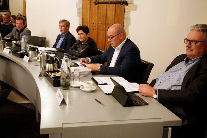 De Hulster wethouders (vlnr) Depauw, Ruissen, Van Damme, Totté en Hageman.