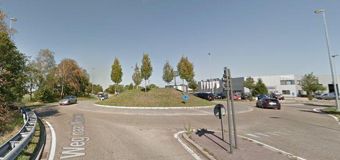 Kruispunt Weg naar Meeuwen met Bedrijfsstraat
