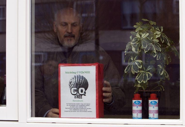 Een inwoner van Barendrecht protesteert tegen de ondergrondse opslag van CO2. Beeld anp
