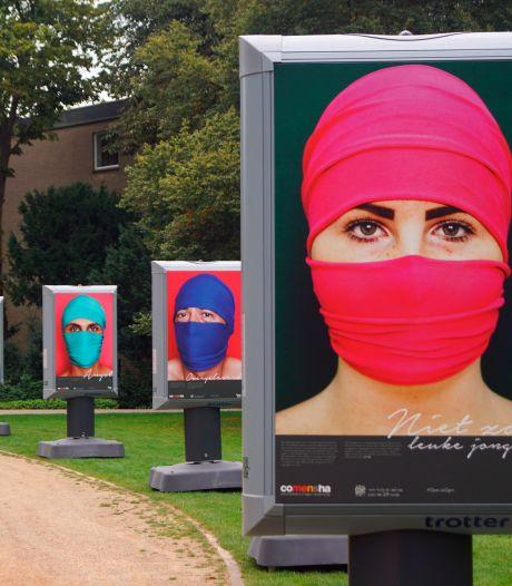 Rondreizende fototentoonstelling 'Open je ogen voor mensenhandel' strijkt neer in Baarn