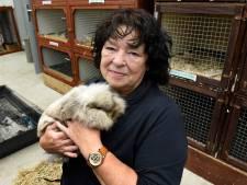 Mechtild (57) is 25 jaar vrijwilliger bij de dierenambulance in Woerden: 'Dit werk laat je niet zomaar los'