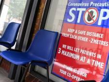 """Un sous-variant du Delta surveillé """"de très près"""" au Royaume-Uni, le nombre de décès à son plus haut niveau depuis six mois"""