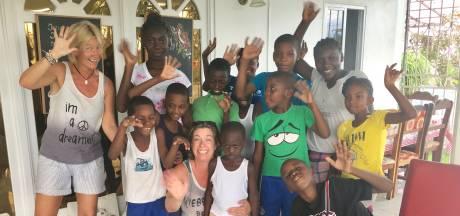 Doel gehaald: de kinderen van Mama Joyce krijgen hun bus