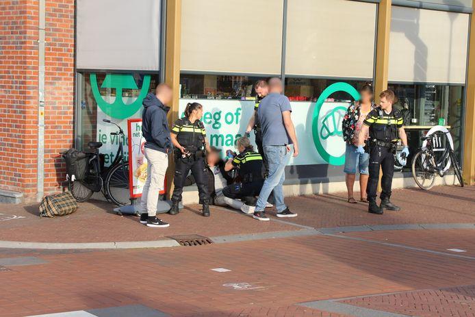 Man in hand gestoken bij vechtpartij Oude Delft.