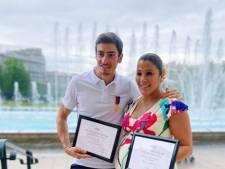Claude et Naoil de Koh-Lanta réunis pour recevoir une récompense en or