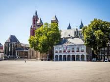 Spontane carnavalsviering op het Vrijthof in Maastricht
