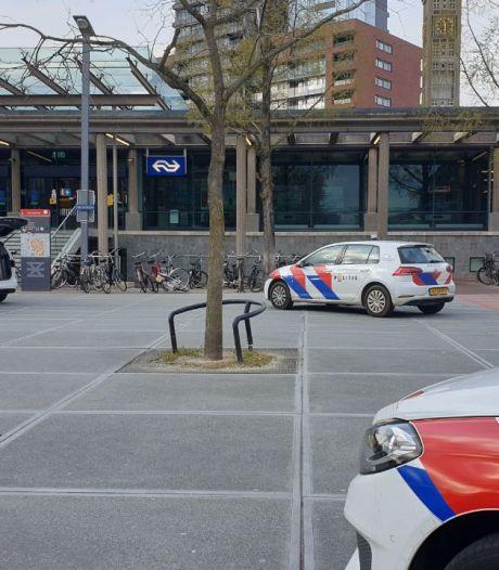Geweld in NS-station Enschede, meerdere personen met wapens aangehouden