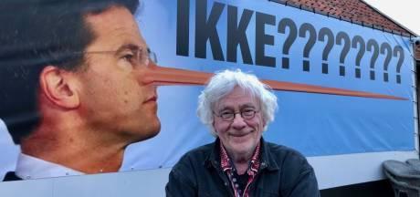 Ootmarsumse kunstenaar maakt statement met Rutte als Pinokkio: 'Hij stond daar gewoon permanent te liegen!'