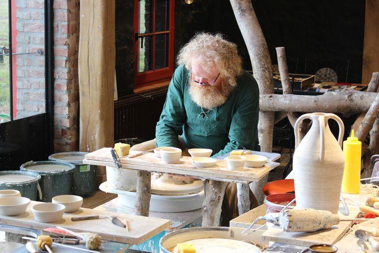 Pottenbakker Stefan Ferlin van Stefans Pottery is een mooi voorbeeld van een landelijke en innovatieve ondernemer.