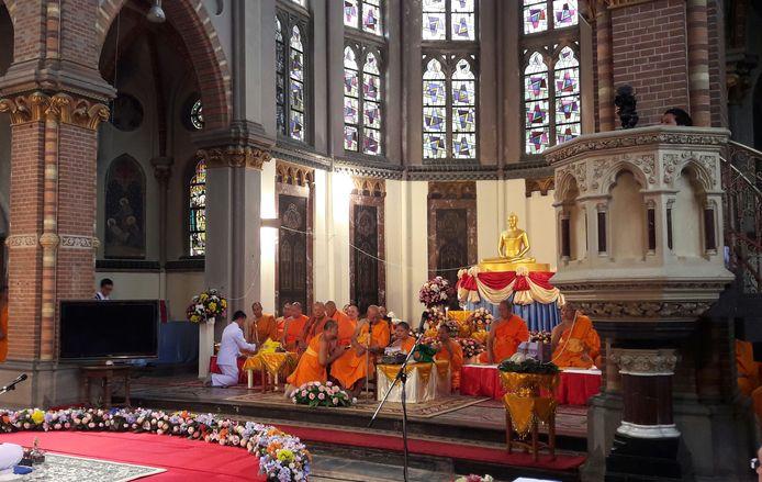 Monnikken tijdens de ceremonie in Afferden.