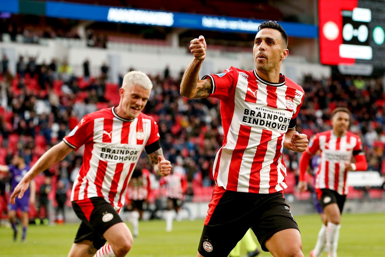 Eran Zahavi scoorde tegen FC Groningen vanaf de stip.