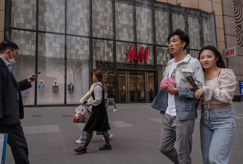 Het Zweedse kledingmerk H&M wordt in China al weken geboycot omdat het had gezegd geen katoen uit Xinjiang te gebruiken. Beeld Getty Images