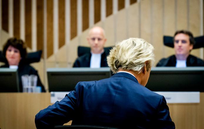 Geert Wilders in de rechtbank op Schiphol in de zaak rond de minder Marokkanen-uitspraken van de PVV-leider, november 2016.
