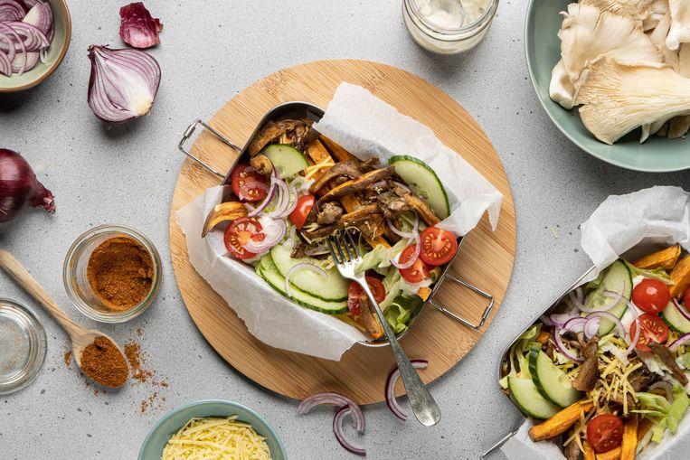 Vegan kapsalon met oesterzwamshoarma Beeld