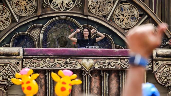 Amelie Lens bouwt feestje op mainstage Tomorrowland: ze klinkt goed, ze oogt mooi