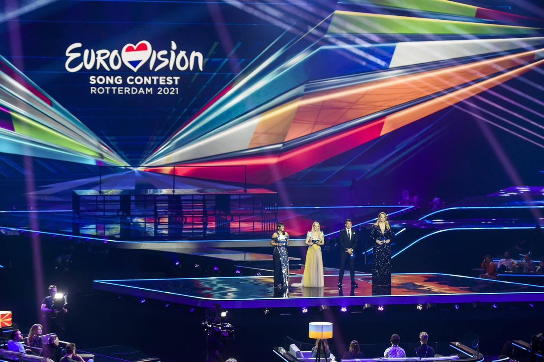 Songfestival-presentatoren (v.l.n.r.) Edsilia Rombley, Chantal Janzen, Jan Smit en Nikkie de Jager op de algemene repetitie voor de halve finales.  Beeld EPA