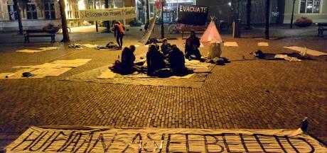 Demonstranten slapen in lekke tentjes om aandacht te vragen voor Moria