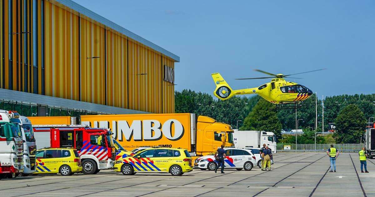 Hulpdiensten massaal uitgerukt naar distributiecentrum van Jumbo in Nieuwegein .