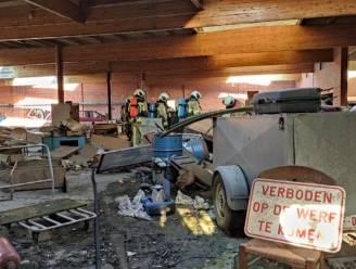 Jongeren steken stoel in brand in leegstaand magazijn