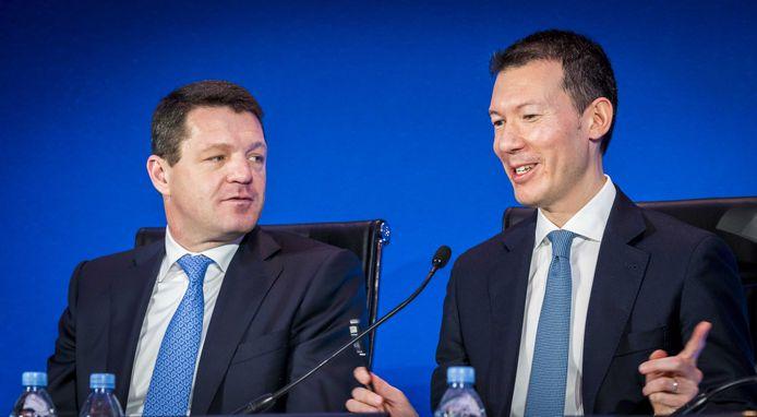 Pieter Elbers (l) en Benjamin Smith tijdens de bekendmaking van jaarcijfers van Air France-KLM.