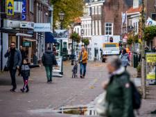 Winkeliers hopen op definitief fietsverbod in Dorpsstraat: 'Ze hebben hier niets te zoeken'