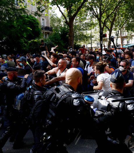 160.000 Fransen de straat op tegen coronabeleid, traangas ingezet bij rellen