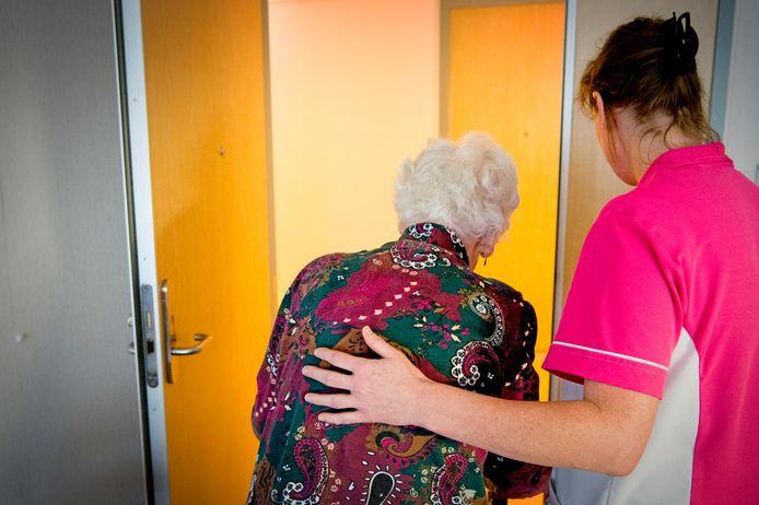 De wachttijd voor verpleeghuiszorg is in Apeldoorn op enkele plaatsen opgelopen tot een jaar.